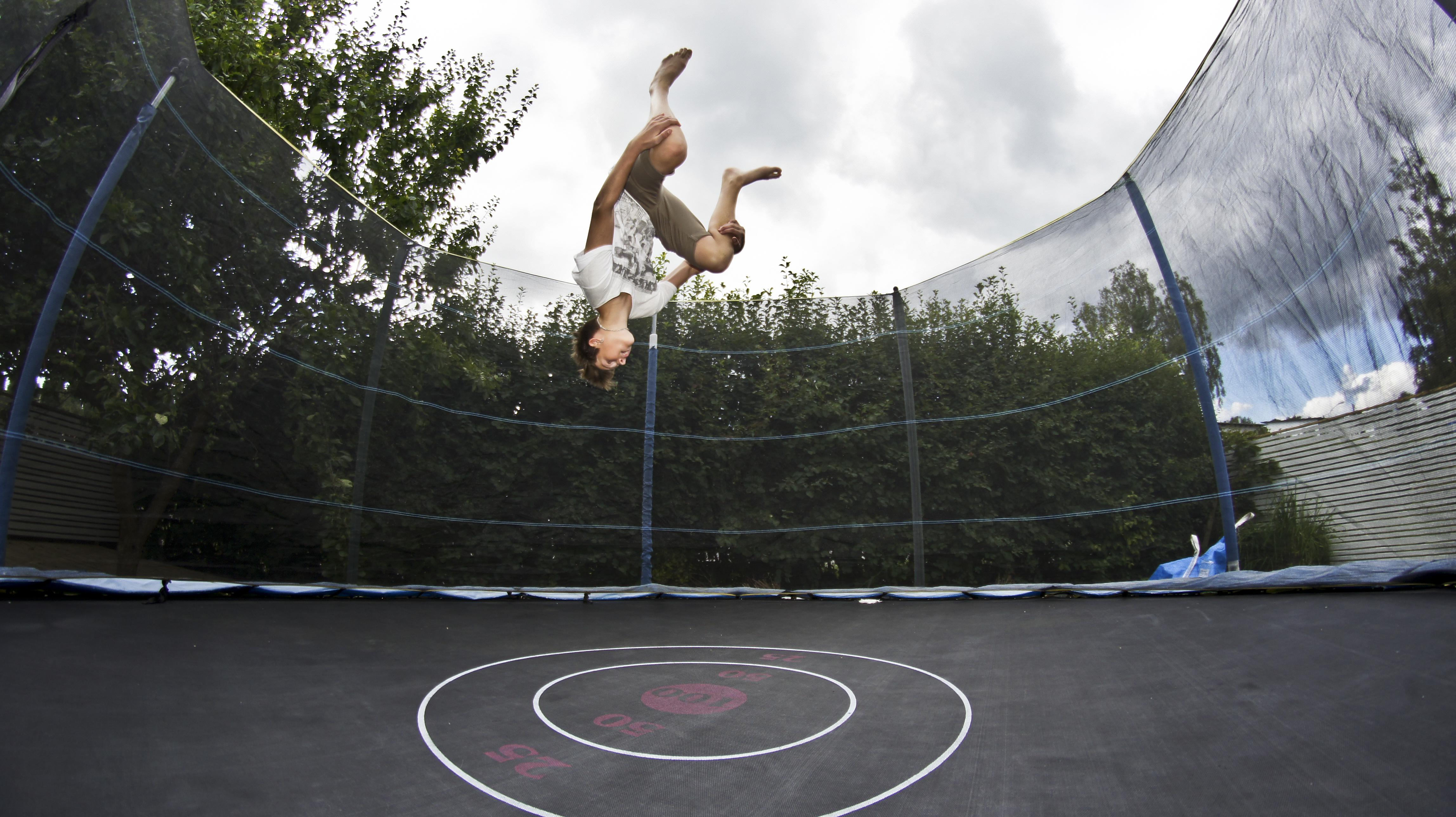 Havetrampolin – de bedste trampoliner til haven